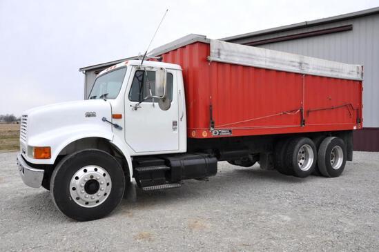 IH 4900 grain truck