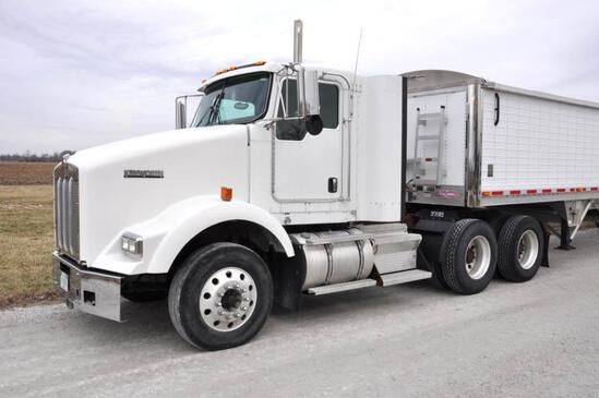 2007 Kenworth T800 day cab semi