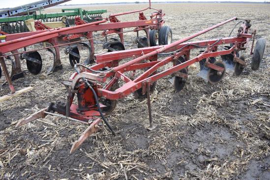 IH 550 5-bottom plow