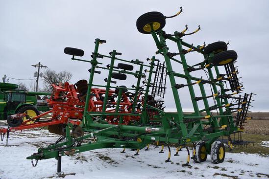 2011 John Deere 2210 38' field cultivator