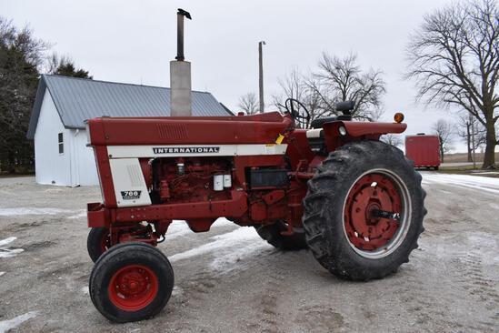 1972 IH Farmall 766 2wd tractor