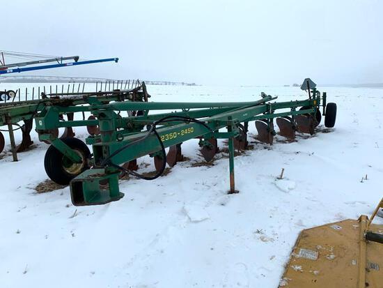 John Deere 2350-2450 7 bottom plow