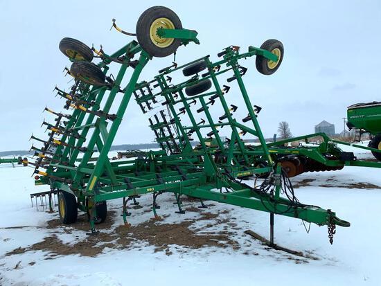 1999 John Deere 980 36' field cultivator