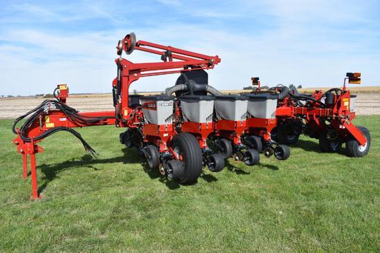 "2014 Case IH 1255 12 row 30"" planter"