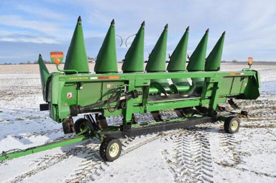 "2015 John Deere 608C 8 row 30"" corn head"