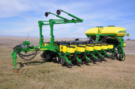 "2015 John Deere 1775NT CCS 16 row 30"" planter"