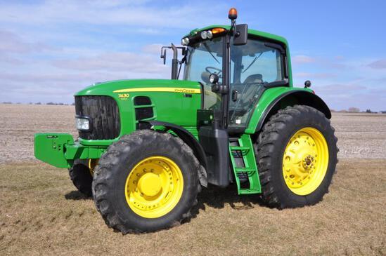 2010 John Deere 7430 Premium MFWD tractor