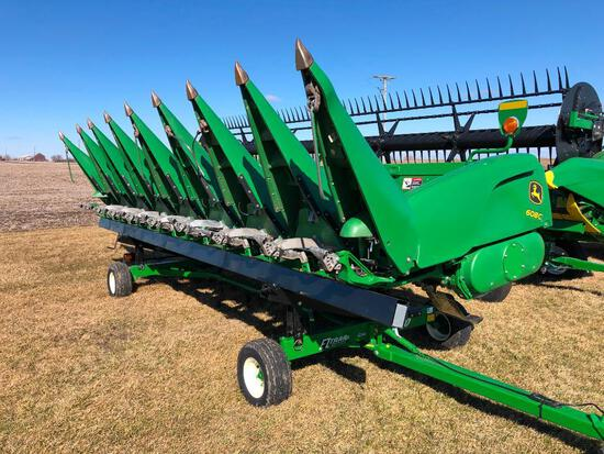 "2015 John Deere 608C 8 row 30"" corn head"