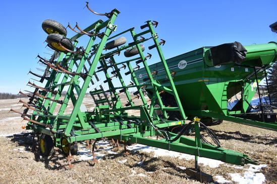 John Deere 980 32' field cultivator