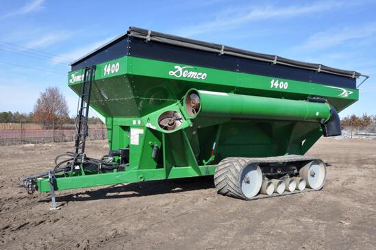2012 Demco 1400 grain cart