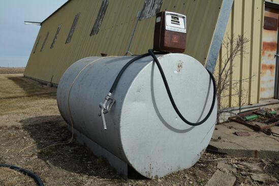 500 gallon fuel tank w/pump