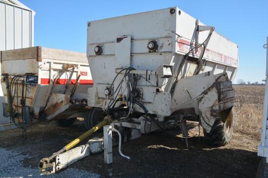 Harsh 540H mixer feed wagon