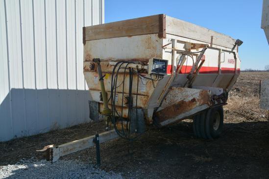 Harsh 303 mixer feed wagon