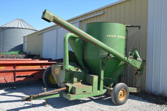 John Deere 400 grinder mixer
