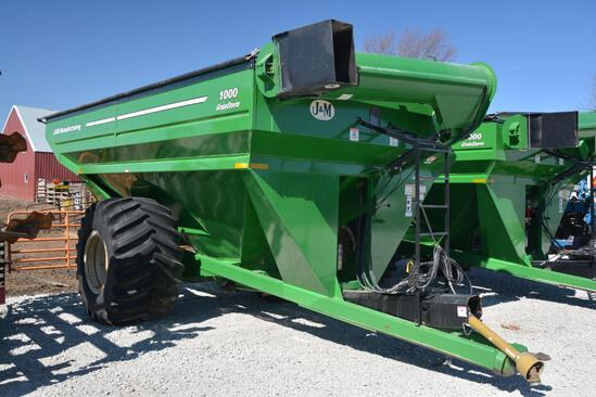 J&M 1000 GrainStorm grain cart