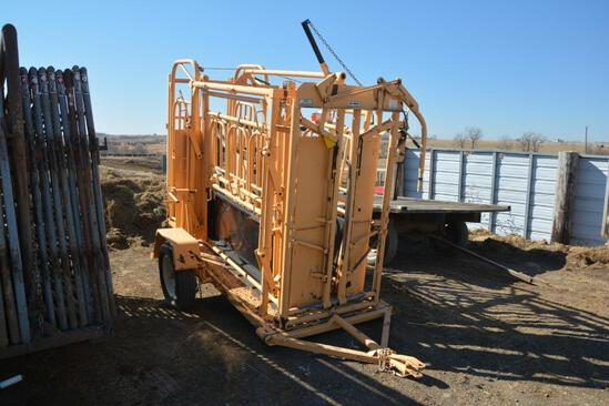 For-Most 375 portable cattle working squeeze chute & For-Most 30T manual head gate, palpation cage