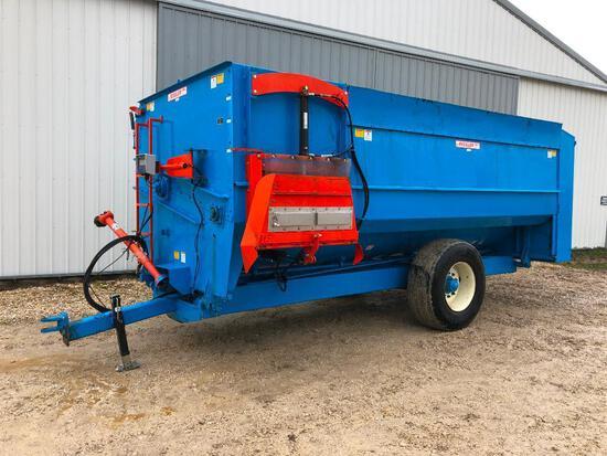 Rissler Mfg. TR-488 spiral mixer feed wagon