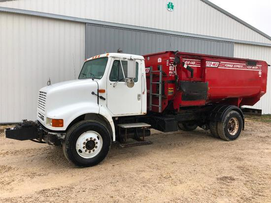 1996 International 8100 feed truck