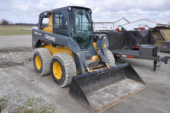 2015 JD 328E skid steer