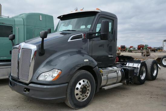 2014 Kenworth T680 day cab semi