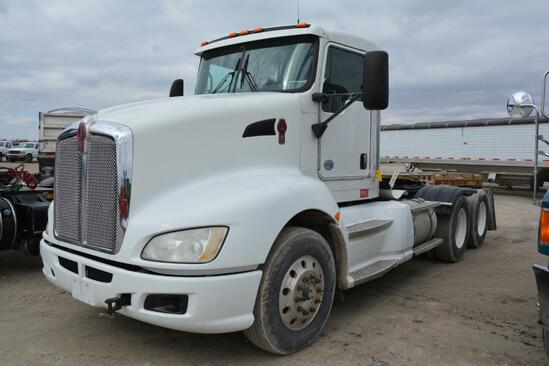 2013 Kenworth T660 day cab semi