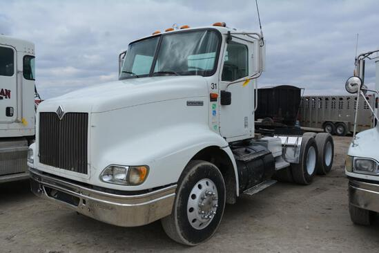 2001 International 9100i day cab semi