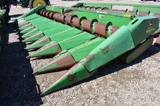 John Deere 1253A row crop header