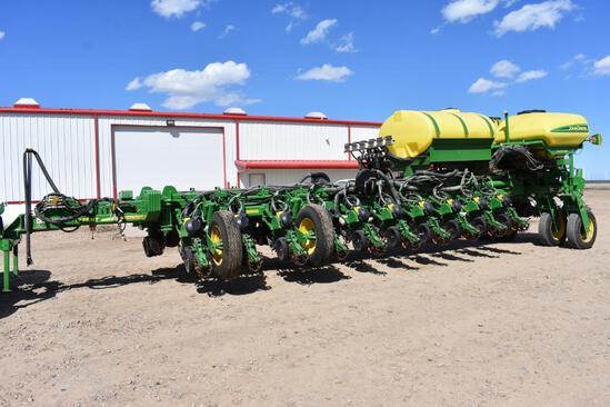 "2017 John Deere 1775NT CCS 24 row 30"" planter"