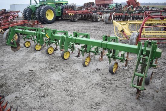 John Deere 825 6RN cultivator