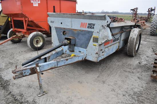 New Idea 3622 manure spreader