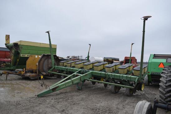 John Deere 7000 8 row planter