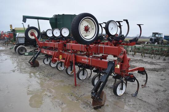 Kewanee 3200 12RN cultivator