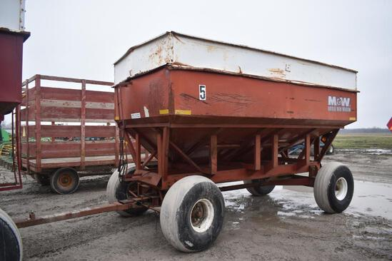 M&W 425B gravity wagon