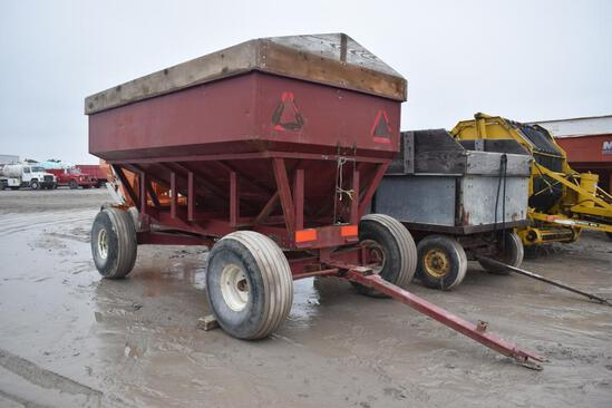 M&W 400 bu. gravity wagon
