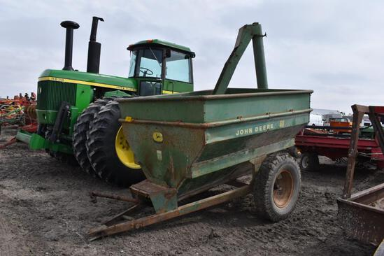 JD 68 auger wagon