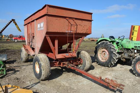 M&W 300 bu. gravity wagon