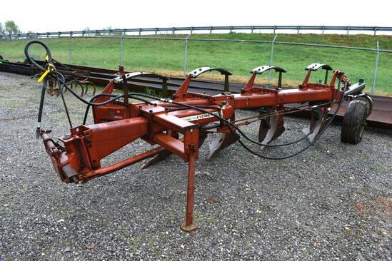 Kneverland 4-bottom plow