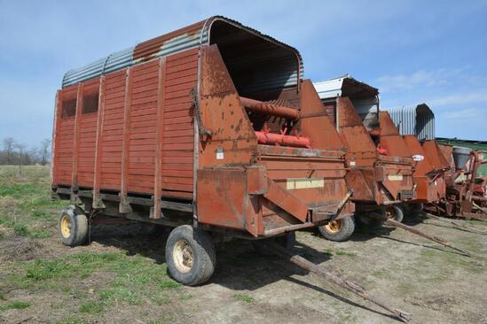 Gehl 14' silage wagons on Gehl gear