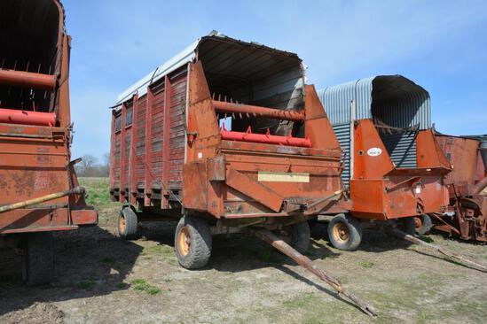 Gehl 14' silage wagon on Gehl running gear