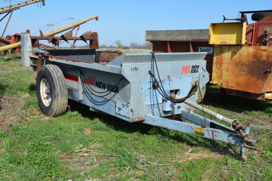 New Idea 3618 manure spreader