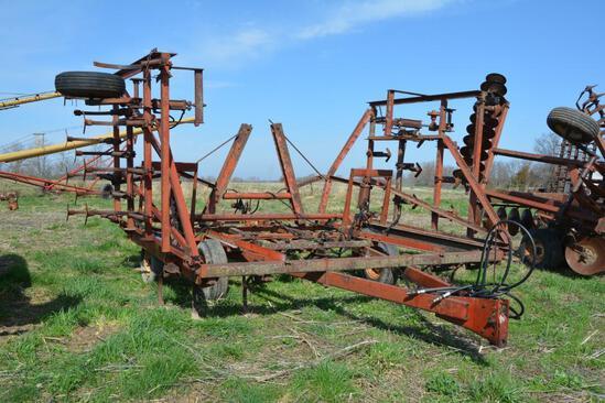 IH 4500 24' field cultivator