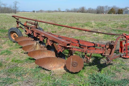 IH 550 5 bottom plow
