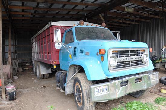 1970 Chevrolet 90 tandem axle grain truck