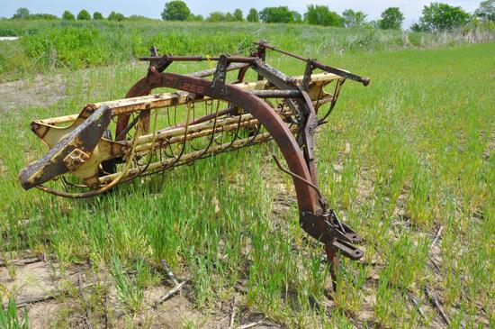 New Holland 256 5-bar hay rake