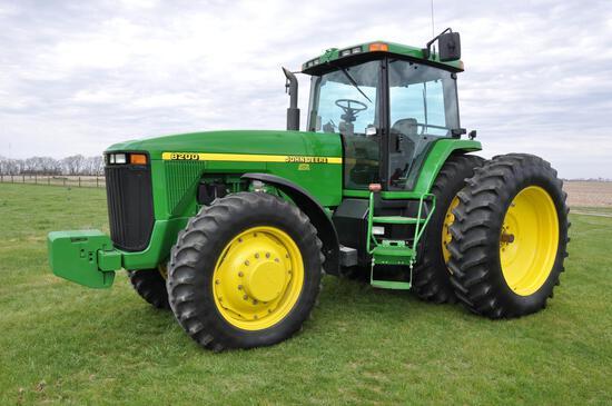 1997 John Deere 8200 MFWD tractor