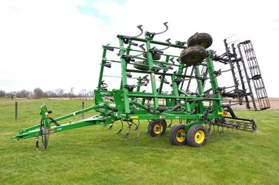 """2013 John Deere 2210 26'6"""" field cultivator"""