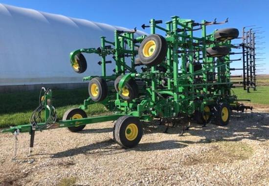 """2018 John Deere 2230 48'6"""" field cultivator"""