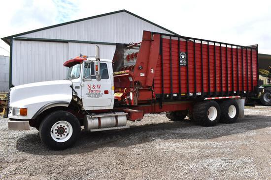 1993 Ford LTL 9000 6x4 forage truck