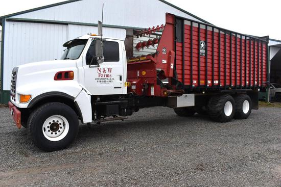 2002 Sterling 9513 6x4 forage truck