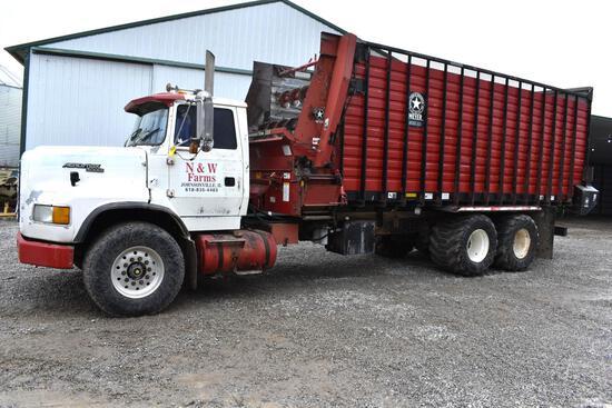 1990 Ford L-9000 6x4 forage truck